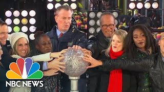 Lester Holt Takes Part In Times Square New Year's Eve Celebration | NBC News