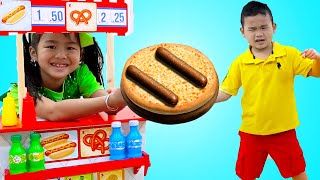 Jannie and Alex Pretend Play Selling Hotdogs and Hamburgers Fast Food Toys