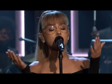 Ariana Grande Performs Soulful