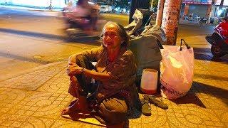 Cụ bà 21 năm ngủ ngoài đường, đi nhặt ve chai lo cho chồng ốm đau triền miên