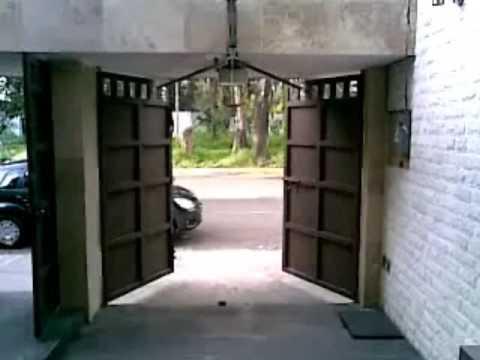 Puerta abatible hacia afuera vanefig2 youtube - Puertas de garages ...
