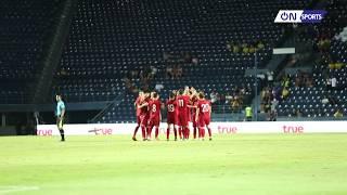 Cảm động: Tình anh em Việt Nam tại King's Cup, cả đội động viên Công Phượng sau loạt sút penalty