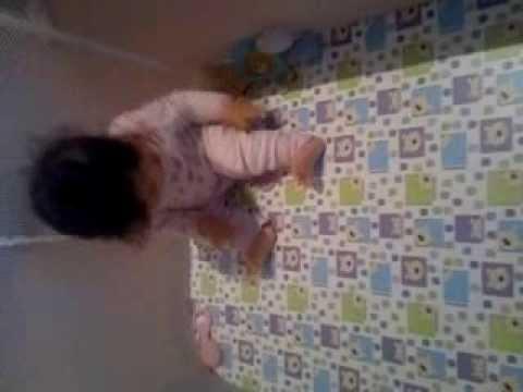 Baixar Bebê de 8 meses dançando Qq isso Lelek