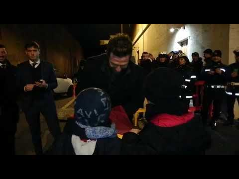 VIDEO - Di Francesco difende Olsen con un bambino: