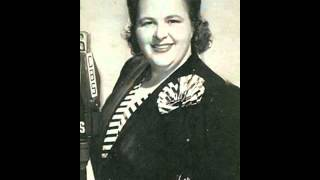 Kate Smith - A Nightingale Sang in Berkeley Square  (with lyrics)