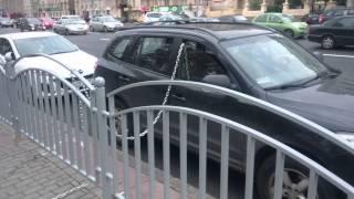 Чувак забил на эвакуаторы в Москве!