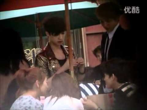 [Fancam] Kris & Lay at 120529 Photo-shoot Location