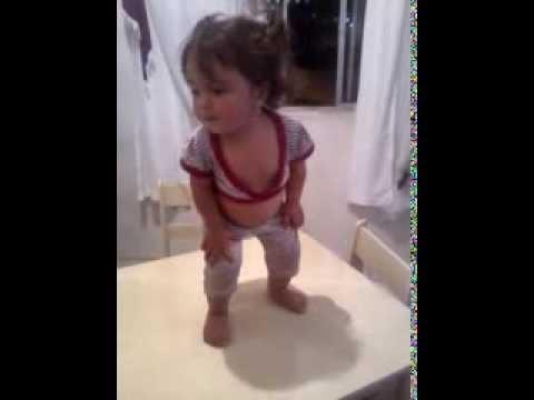 Baixar Rhyanna Victoria dançando Show das Poderosas - Mc Anitta