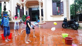 Kids Play Blindfold throw Water Ball into Pot Group Games Five Little Ducks Song for Children HD Vla