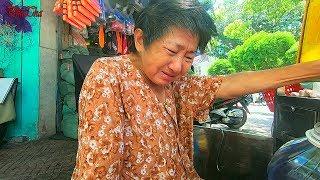 Cụ bà 70 tuổi bán từng hộp xôi lo cho cả gia đình bật khóc vì thấy quá khổ - PhuTha