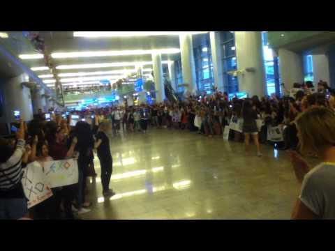 EXO in Russian Airport 15.07.2013