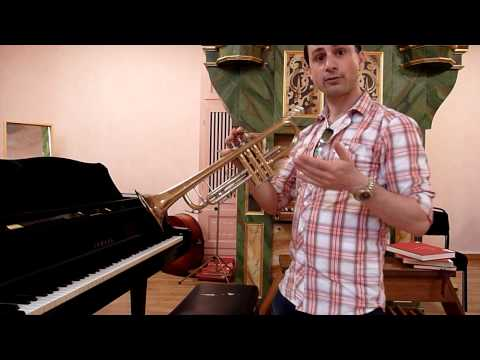 Beginner Trumpet: How to hold the trumpet