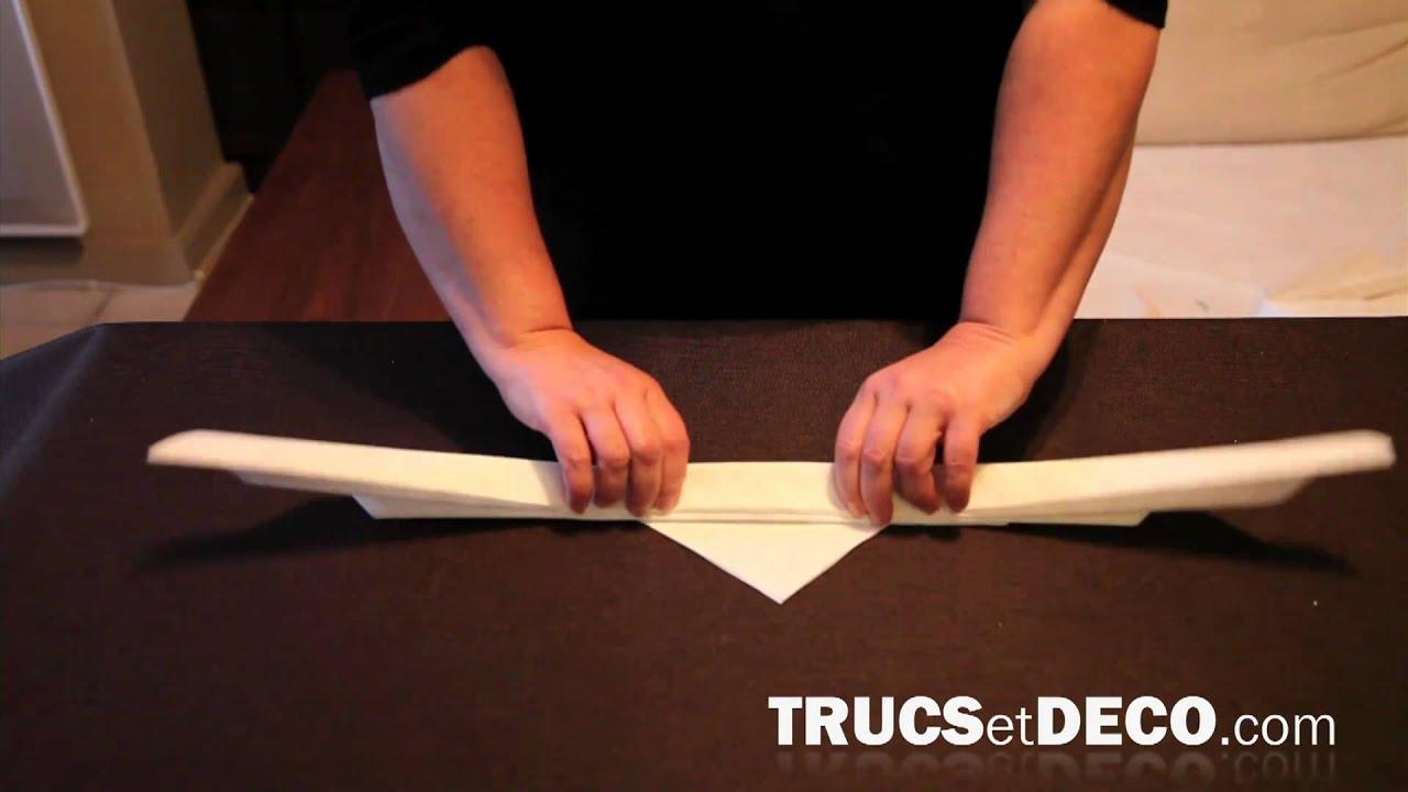 pliage de serviette en forme de feuille d 39 arum par youtube. Black Bedroom Furniture Sets. Home Design Ideas