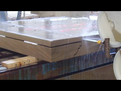 18.- CORTANDO PIEDRA EN LA MOLDURADORA - CUTTING STONE IN THE MOLDING MACHINE