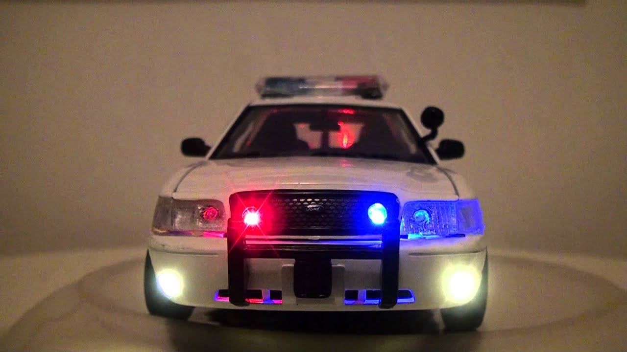 Scale Model 1 24 Ford Crown Victoria Police Car With Led