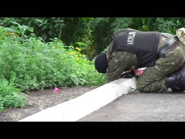 Алчевск взрывное устройство на вокзале 21.06.2014 (18+)
