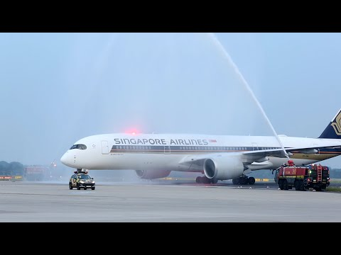 Singapore Airlines A350 at Düsseldorf, Germany (German) | Singapore Airlines