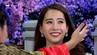 Trường Giang liên tục ôm Nam Em trên sân khấu
