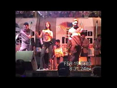 GRUPO ARRECIFE-  ♫ ajena ♪ - en Xela, Guatemala.