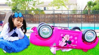 Emma & Jannie Pretend Play w Minnie Mouse Ride On Car Toy