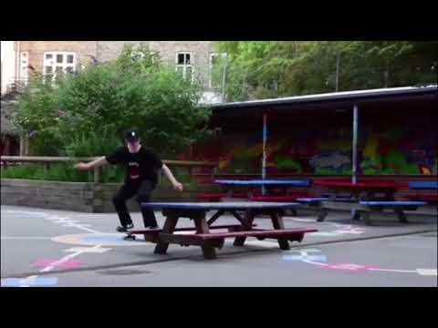 Video ENUFF Planche skate FADE Noir Gris