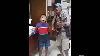 Hai cha con song ca TÌNH CẢM TRONG ĐÊM NOEL 2019