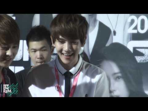 [HD]120812 SM Art Exhibition Baekhyun cute fancam