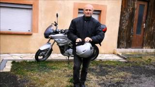 Video zHtMtkx_X-w: #EsperantoLives - #EsperantoVivas -  Flo de Vinilkosmo Label de musique indé en espéranto