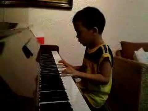 6 year old piano: Cush plays Ako ay Nagtanim