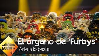 Una gran orquesta de Furbys deja alucinado a Antonio Banderas - El Hormiguero 3.0