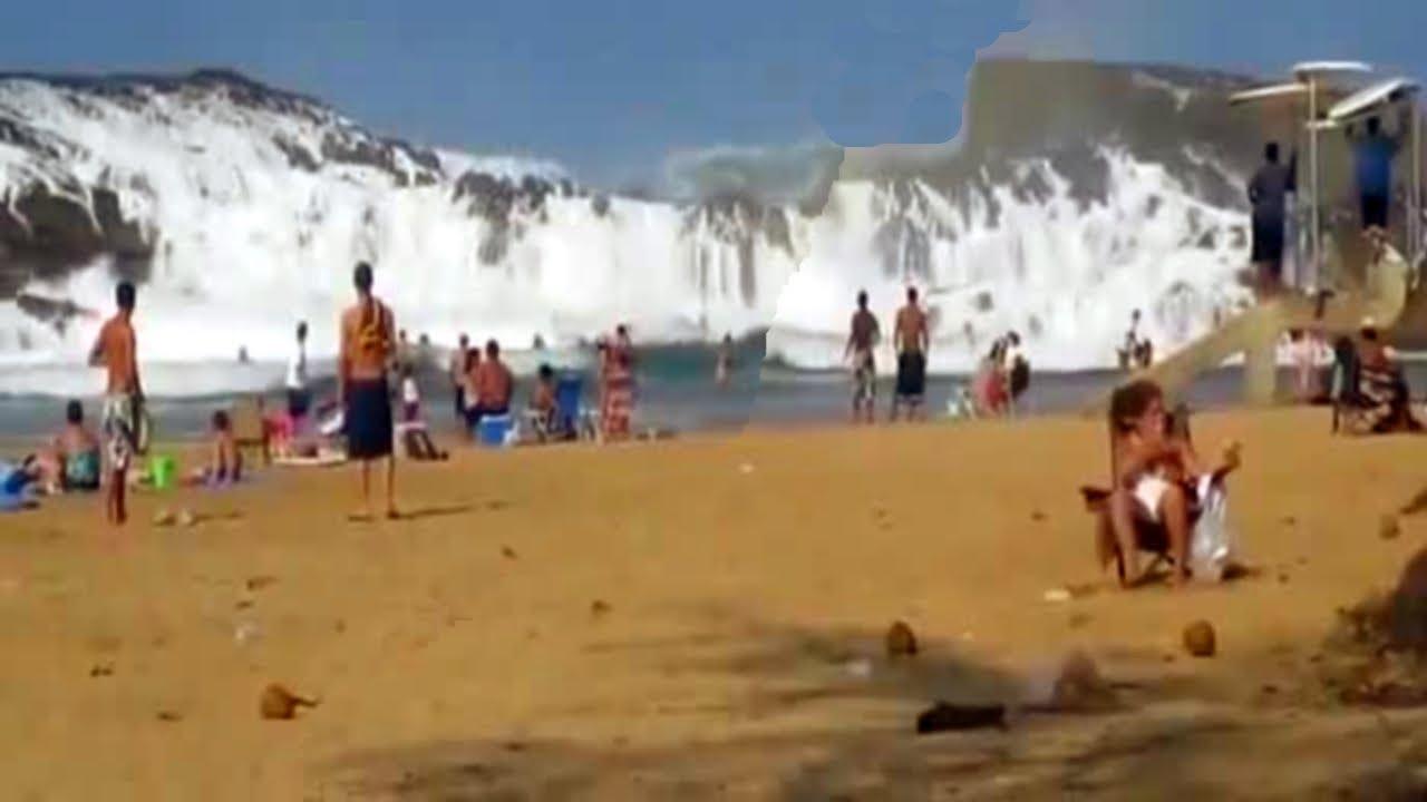 BEACH RESORT AMAZING TSUNAMI WAVES ! - YouTube