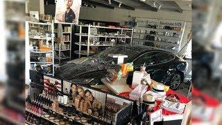 Newport Beach: Xe Tesla tông vào tiệm nail người Việt, 1 người bị thương