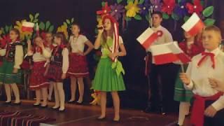 Występ uczniów Publicznej Szkoły Podstawowej w Wielgomłynach podczas gminnych obchodów 100 Rocznicy