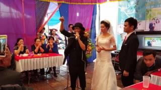 Em họ cô dâu biểu diễn ảo thuật điêu luyện  
