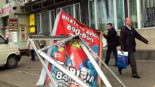 Panou găsit vandalizat imediat după dispersarea steagurilor roșii