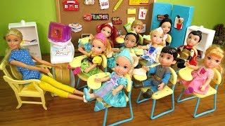 SHOW and TELL ! Elsa & Anna toddlers at School - One is Sleepy - teacher Barbie - Math problems