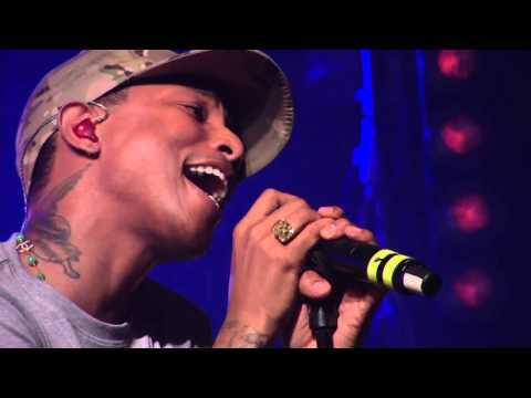 Daft Punk - Get Lucky ft. Pharrell Williams (First Live Performance HD @ HTC live)