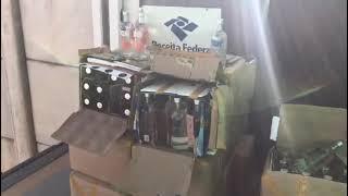 Receita Federal apreende 350 garrafas de bebida alcoólica em transportadora de Gravataí