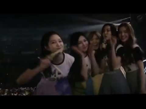 [150725] Red Velvet Seulgi's shoulder Hits Irene !