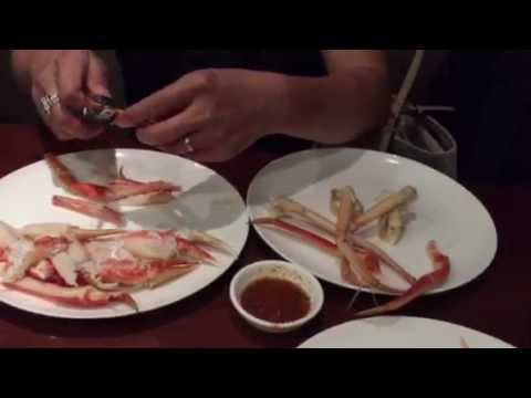 How to break and eat crabs legs the right way