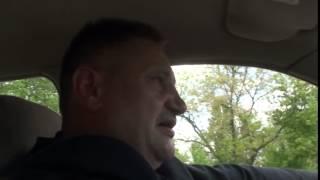 Echipajul poliției patrulare se ascunde prin brusturi
