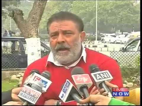 Yuvraj victim of Dhoni's politics: Yograj Singh