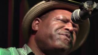 SaRon Crenshaw -  The Thrill is gone - Acoustic Live at the BBC (NL)