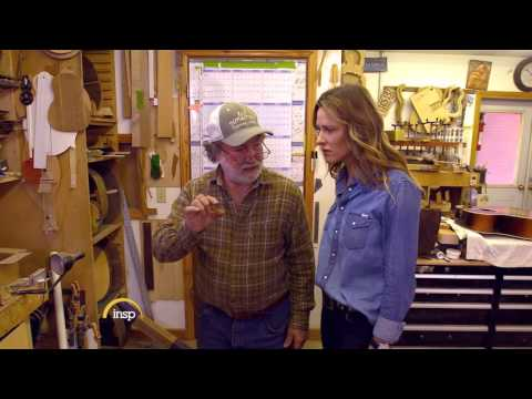 Wayne Henderson scares Jill Wagner | Handcrafted America