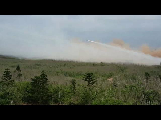 精準射擊在九鵬基地操演 雷霆 2000多管火箭再登場
