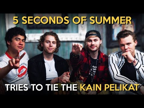 5 Seconds of Summer Tries to Tie the Kain Pelikat