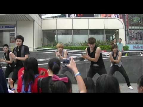 SUPER JUNIOR-BONAMANA+SORRY SORRY(Closer Ver.) 100620 in 西門町SJ4輯宣傳 by Flight!