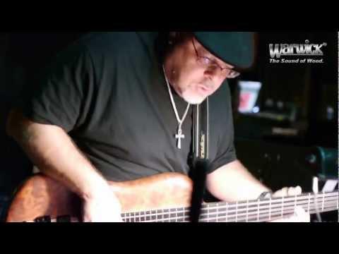 Brandino live with the Warwick Thumb SC 5 string