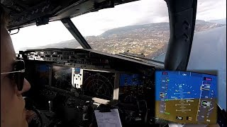 Boeing 737 MAX 8 - Landing in Funchal, Madeira - cockpit view